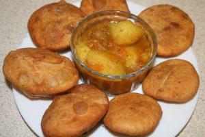 khasta kachori -served